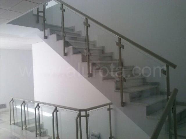 Instalaci n barandilla de escalera alurota for Escaleras en escuadra